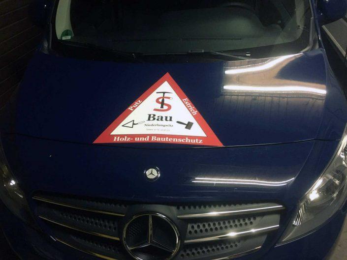 Werbung auf der Fahrzeugfront